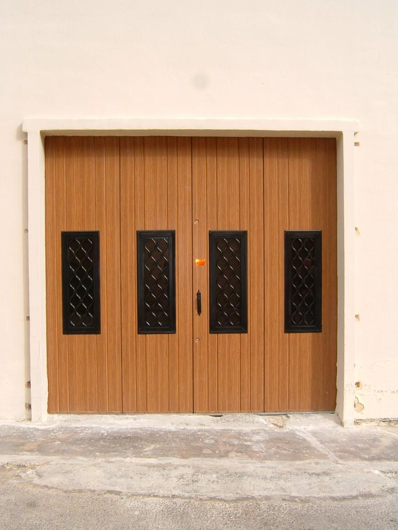 4-Leaf Woodgrain finish including 4 windows